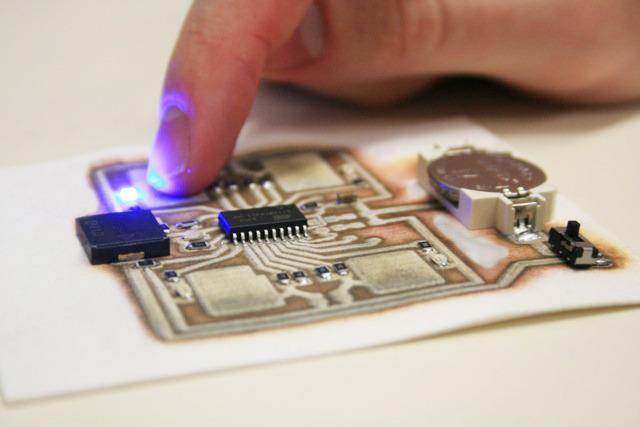 電子回路がプリントできる3Dプリンター