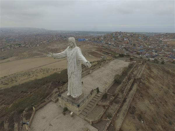 love-thy-scanner-drone-used-capture-3d-scan-giant-jesus-statue-peru-2