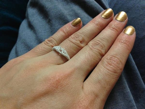 modern-couple-says-yes-custom-100-dollar-3d-printed-engagement-ring4